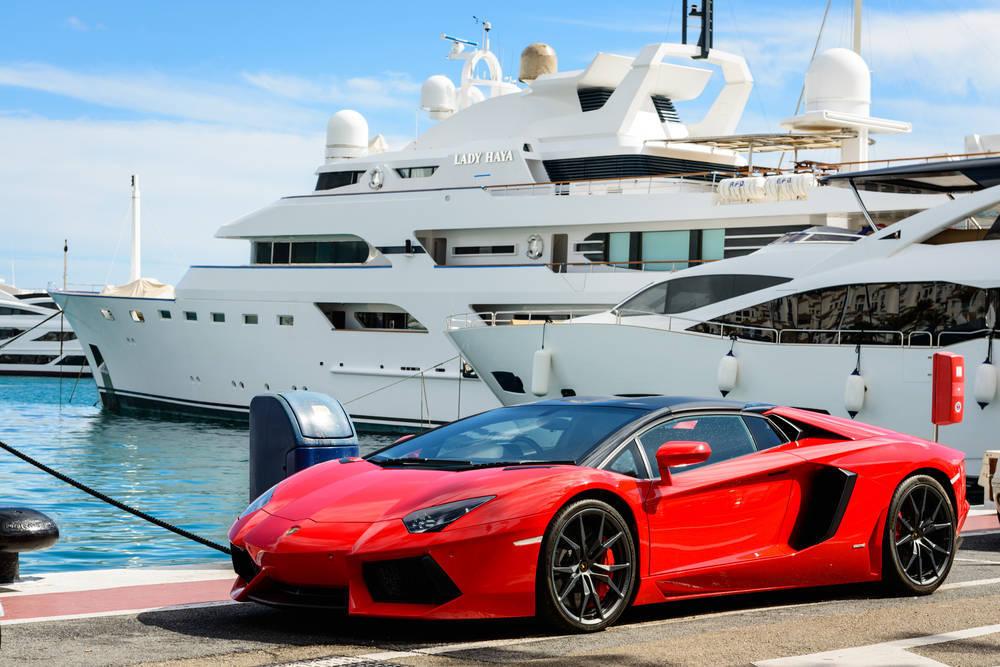 Date un lujo y alquila un coche para recorrer España